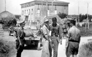 Giugno 1944, settore di Cecina: da sinistra, l'SS-Ostuf. Schirmer, ufficiale dell'SS-Art.Rgt.16, l'SS-Ostubaf. Stange, l'SS-Stubaf. Maier, l'SS-Hstuf. Günther, comandante del II./SS-Art.Rgt.16 e l'SS-Ostuf. Schwarzmeier, comandante della 1./SS-Pz.Abt.16.