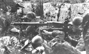 Squadra mitraglieri tedesca con una MG-42 sul fronte italiano.