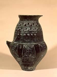 Urna biconica da Vulci, necropoli dell'Osteria, IX sec. a.C. Musei Vaticani.