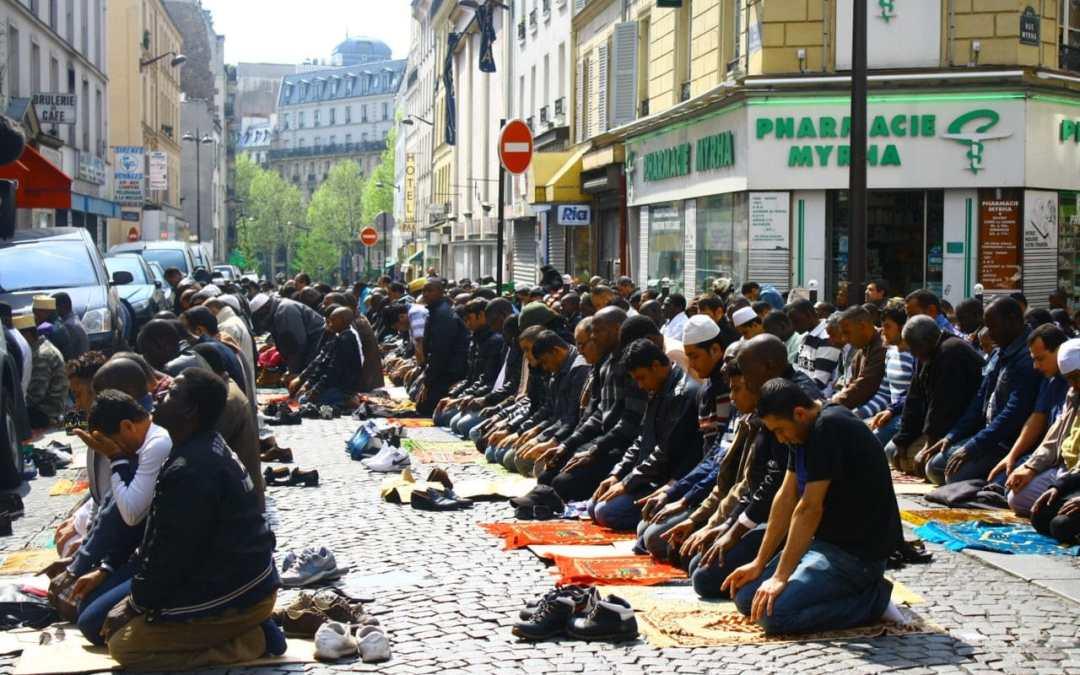 Batteremo il terrorismo insegnando la Marsigliese ai musulmani barbuti?