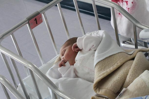 Il figlio è di chi lo cresce:  i legami familiari e genetici secondo i Tribunali