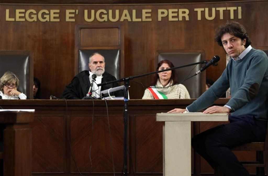 Marco Cappato in tribunale a Milano durante un'udienza del processo in cui è accusato di aver aiutato a suicidarsi dj Fabo. Milano, 13 dicembre 2017 (Ansa)