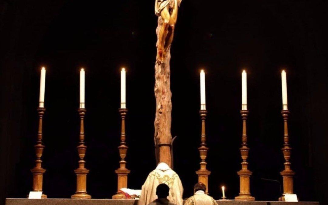 Santa Messa e crocifisso