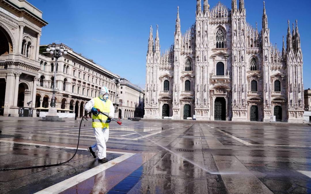 Milano , Coronavirus, Sanificazione di Piazza Duomo per l' emergenza coronavirus