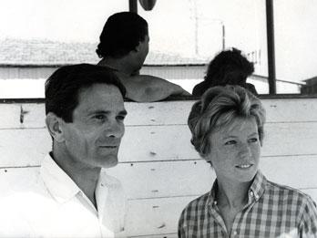 Pasolini e Dacia Maraini. Foto di Mario Dondero