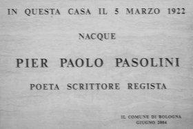 Targa sulla casa di Bologna, in via Borgonuovo, in cui nacque Pasolini