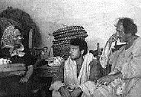 """Elsa Morante e Alfonso Gatto (1964)   sul set del """"Vangelo secondo Matteo"""". Foto Domenico Notarangelo"""