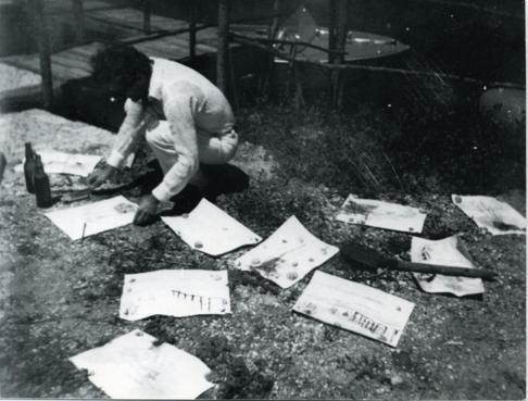 Pasolini con i suoi disegni sulla laguna di Grado