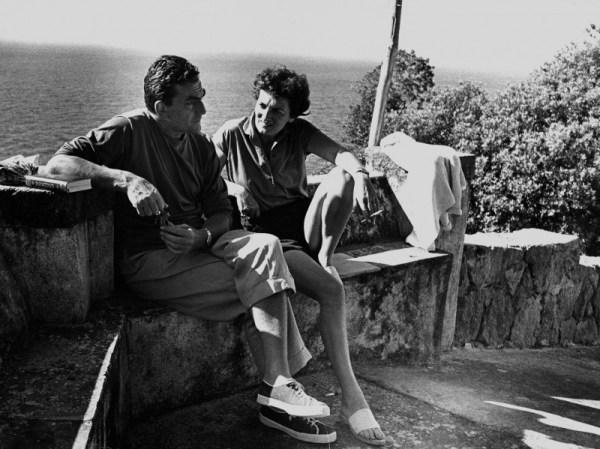 Luchino Visconti e Suso Cecchi D'Amico nella residenza La Colombaia di Ischia