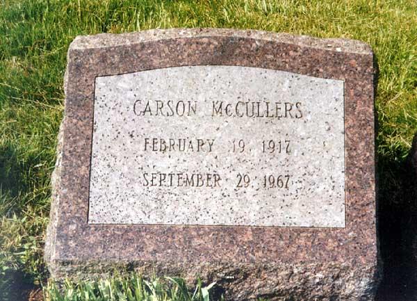La tomba di Carson McCullers a Oak Hill Cemetery lungo il fiume Hudson