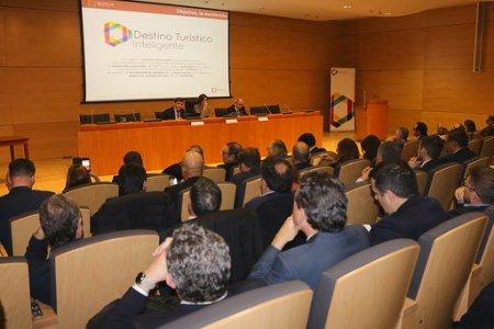 Lanzarote se adhiere a la Red Destinos Turísticos Inteligentes