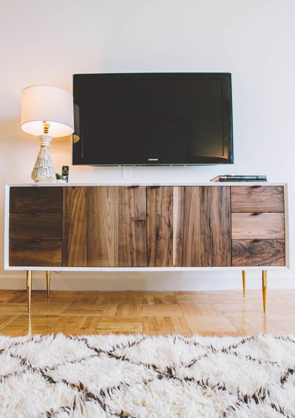 simple media stand tv arrangement