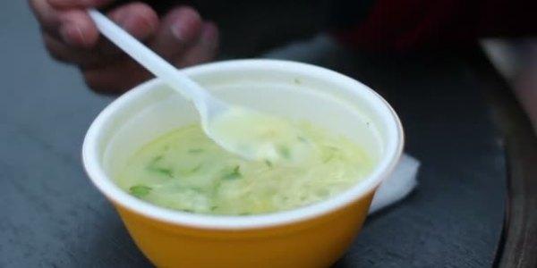 depositphotos_102736566-stock-video-homeless-man-eating-portion-of