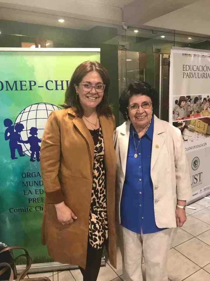 Paulina Zuñiga junto a María Victoria Peralta en Seminario OMEP