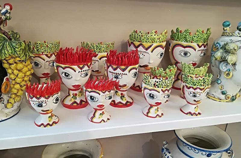 Il tutto in uno stile puramente made in italy. Teste Di Moro E Centinaia Di Prodotti In Ceramiche Di Caltagirone