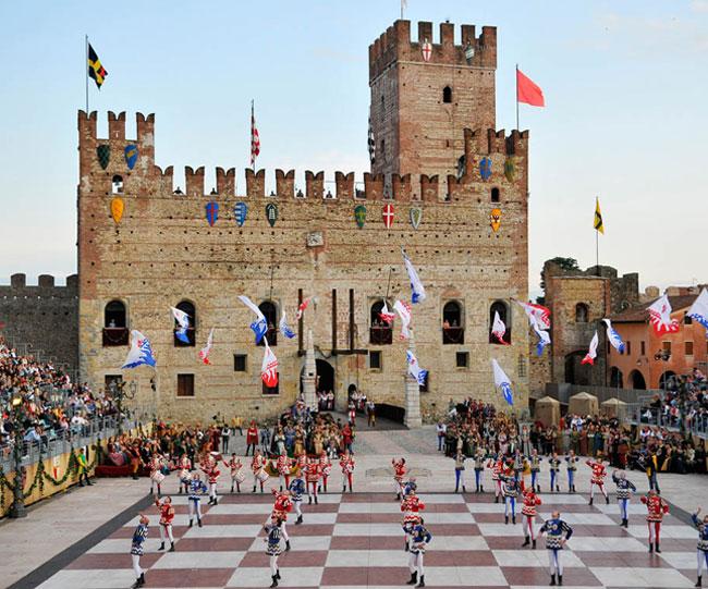 Ospitati presso gli edifici che si affacciano nella piazza principale del. Ceramiche Edelweiss Italian Ceramics Decorative Ceramics Manufacturers Nove Bassano Ceramics