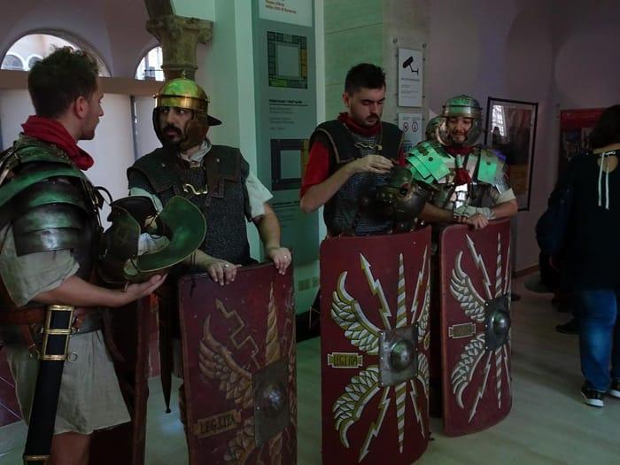 I legionari al museo. Foto di RavennaToday