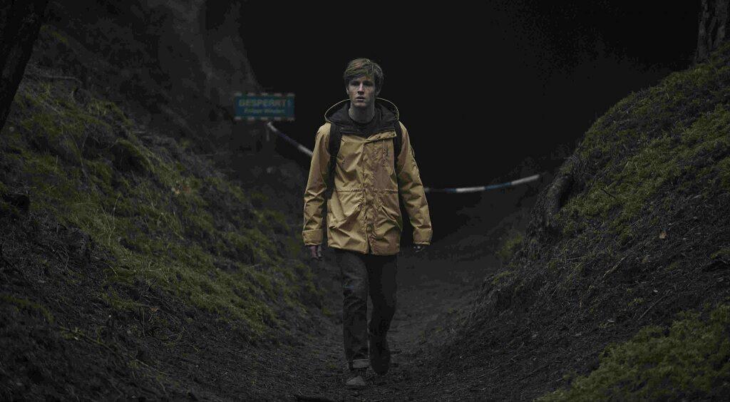 Un frame dove è presente il protagonista di Dark, Jonas