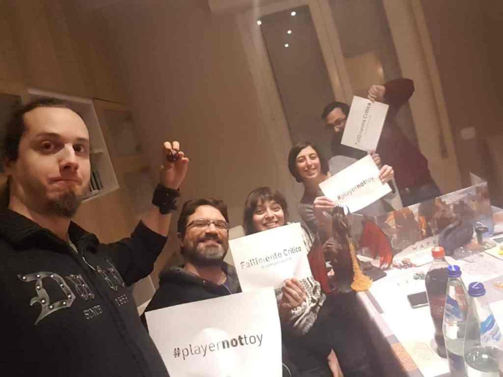 Una delle prime immagini di adesione a #playernottoy arrivata dalla community