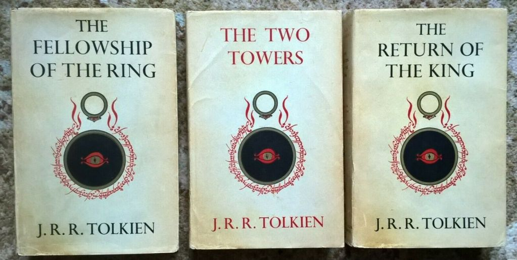 L'edizione originale de Il signore degli anelli vale (minimo) 500€, non quella illustrata del 2013