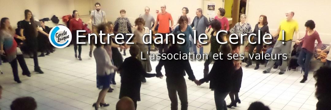 Slide 1 - Image de personnes dansant en cercle - Texte au coeur de l'image : Entrez dans le Cercle Laïque Dijonnais, découvez l'association et ses valeurs