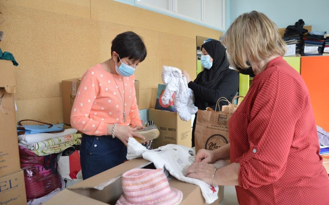 Les bénévoles font vivre le Vestiaire Solidaire !