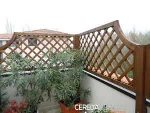 Le pareti divisorie sono degli alleati preziosi per l'arredamento del tuo giardino che possono aiutarti, ad esempio, a chiudere i lati dei gazebo in. Griglie In Legno Per Giardino Cereda Legnami Agrate Brianza