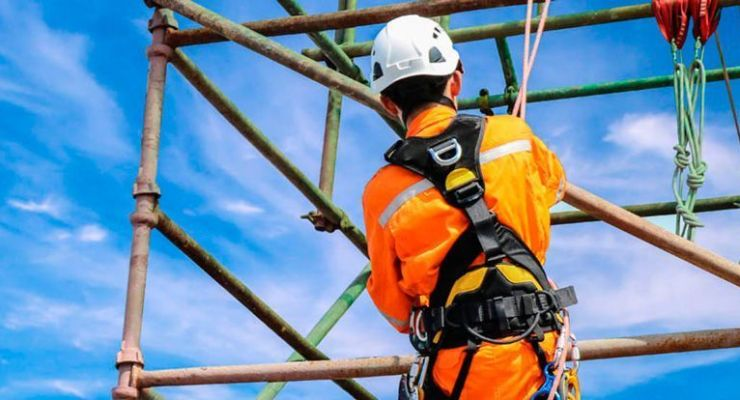 ¿Qué ocasiona una caída en trabajos en altura?