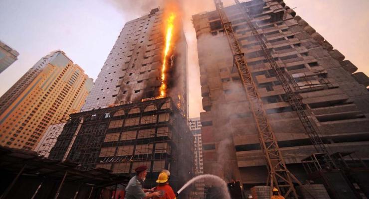 Prevención de muertes y lesiones de bomberos mediante el uso de principios de gestión de riesgos en incendios