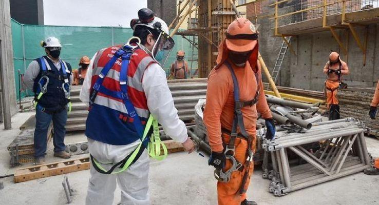 MTPE inspecciona las condiciones laborales de los obreros de construcción en Ayacucho
