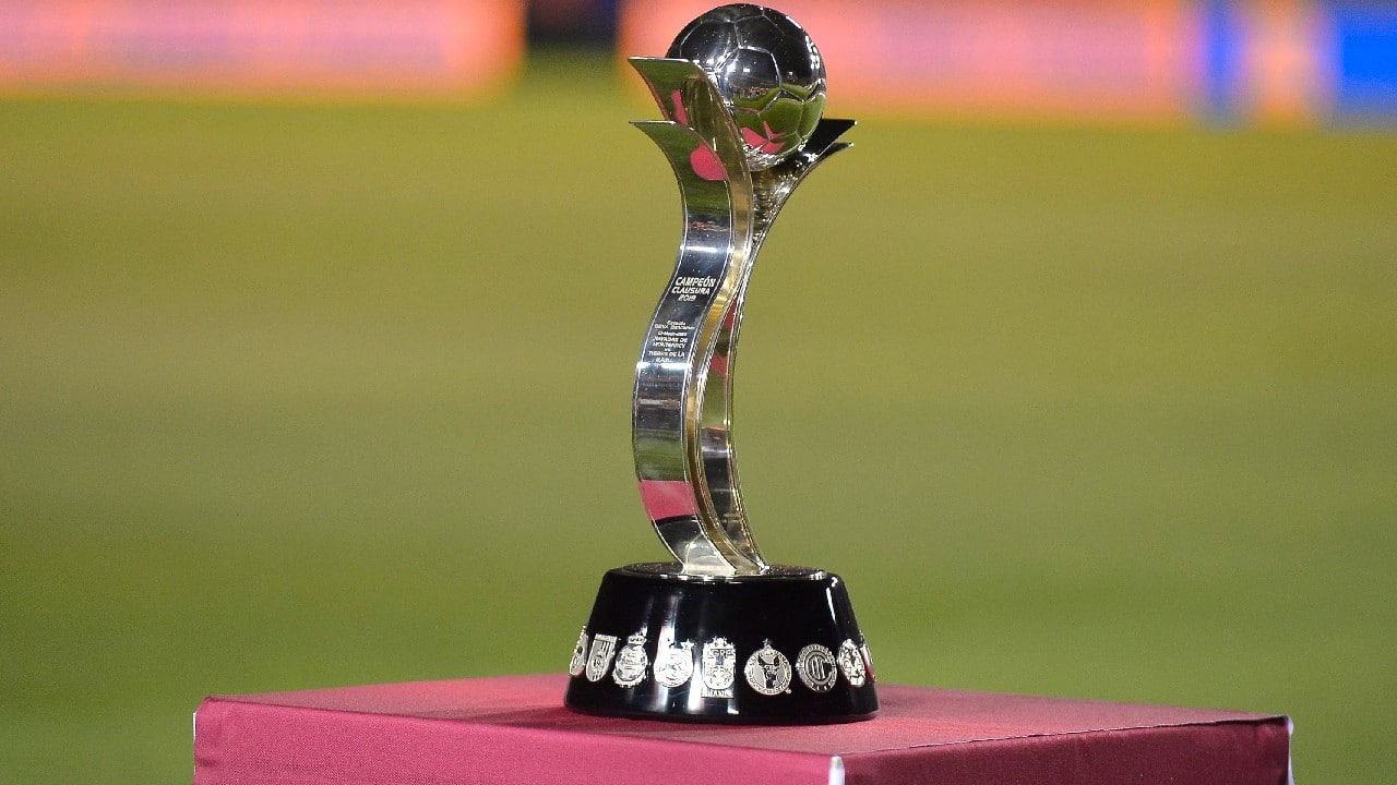 Este es el trofeo que recibe el equipo campeón de la Liga MX Femenil