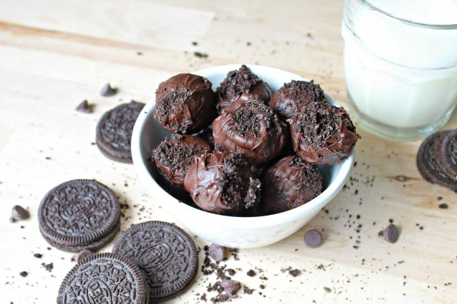 3-Ingredient Oreo Truffles - A quick and easy recipe for amazing chocolate Oreo truffles, made with crushed Oreos, cream cheese, and melted chocolate. You're going to be shocked at how incredible these truffles are!