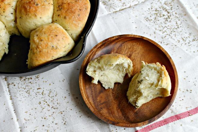 Super soft garlic rolls that are perfect for soaking up excess pasta sauce on spaghetti nights