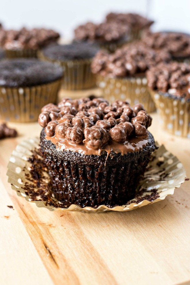 Nutella Crunch Cupcakes - A super moist chocolate cupcake, dipped in creamy Nutella hazelnut spread, and crunchy chocolate pieces. The perfect combination of textures that will satisfy any sweet tooth!