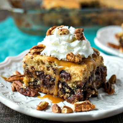 Kentucky Derby Cookie Bars - You haven't had derby pie like this - a chocolate chip cookie crust is topped with a Derby Pie filling made with pecans, chocolate chips, and a hint of bourbon. Oh and don't forget to top them with gooey homemade bourbon caramel sauce!