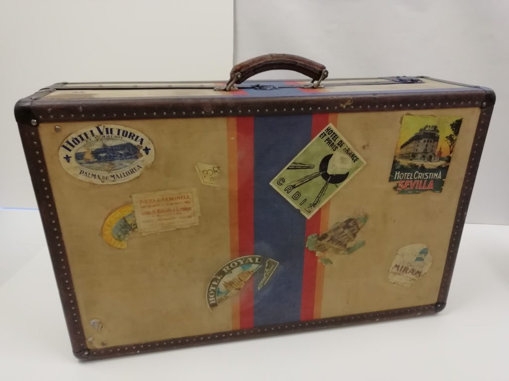 Resultat final de la restauració de la maleta del segle XX, per l'anvers