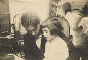 Federico García Lorca con su hermana Isabel. Granada, 1914. Colección Fundación Federico García Lorca.