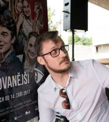Rozhovor s režisérem Jiřím Sádkem o celovečerním vlogu Nejsledovanější