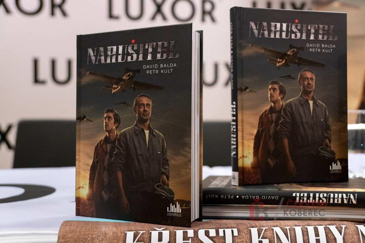 narusitel_krest_knihy_12