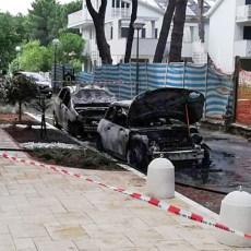 Due auto in fiamme a Milano Marittima