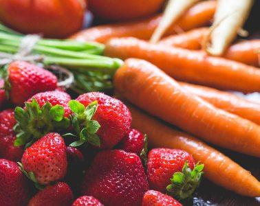 fresh breakfast strawberries carrots