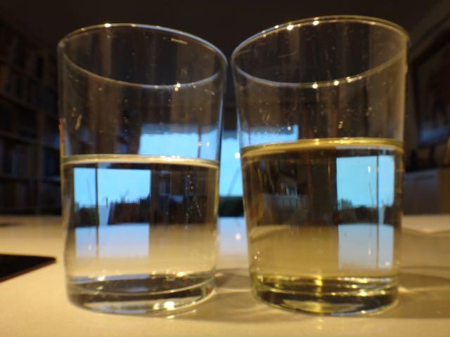 Vino blanco y agua en la misma proporción.