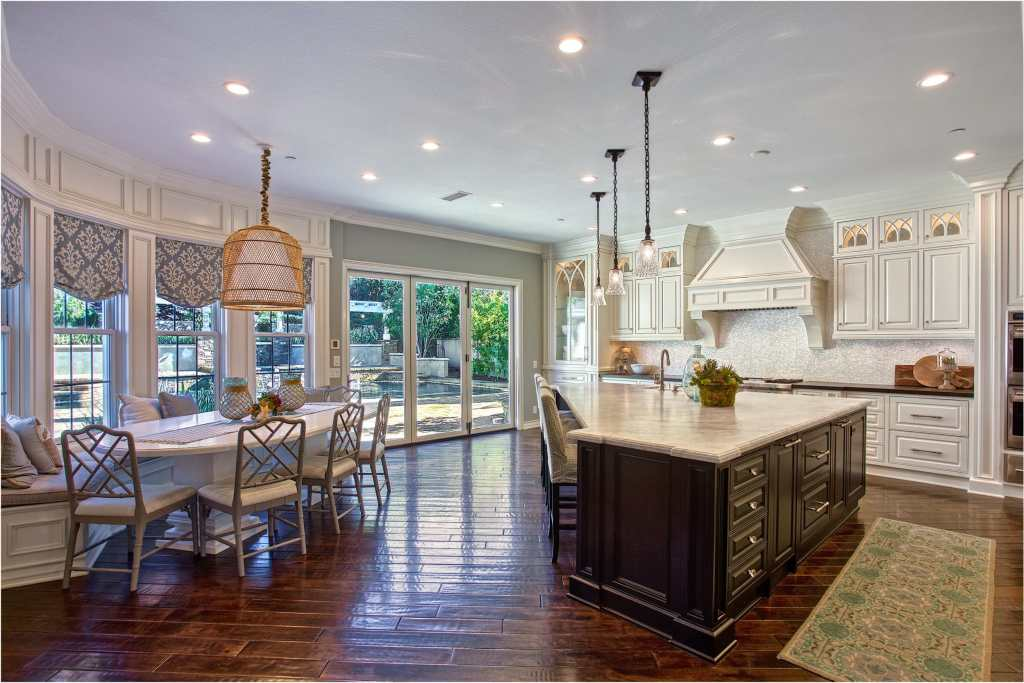 Spacious Kitchen and dinning nook