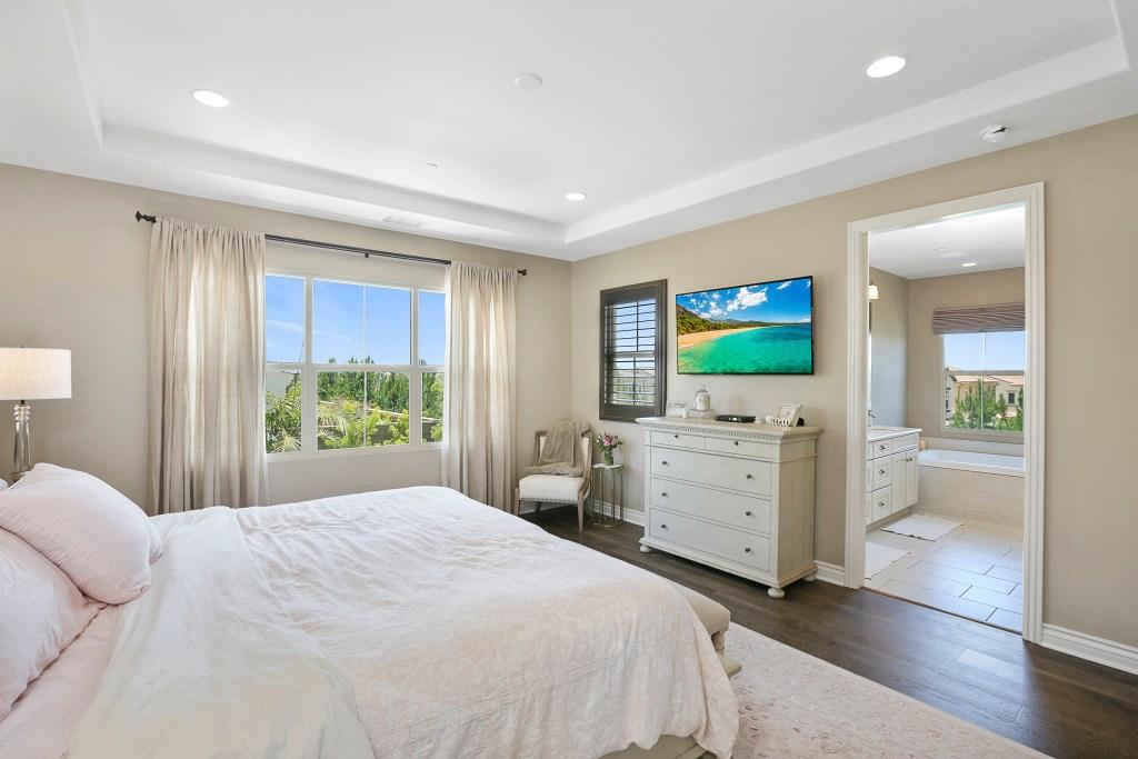 Master Room Irvine CA