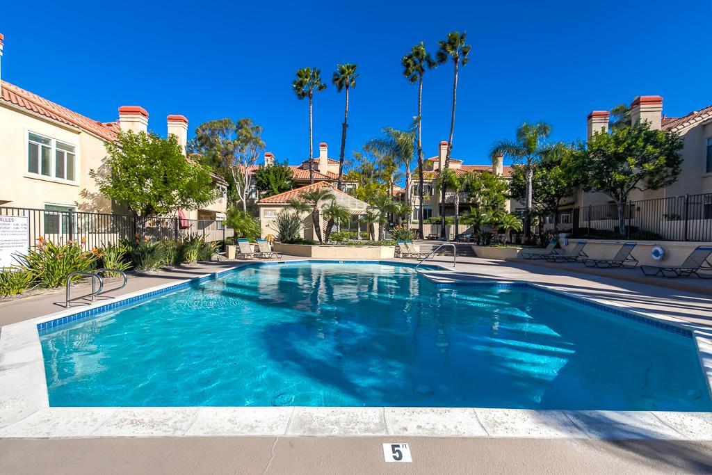 Pool View Corona
