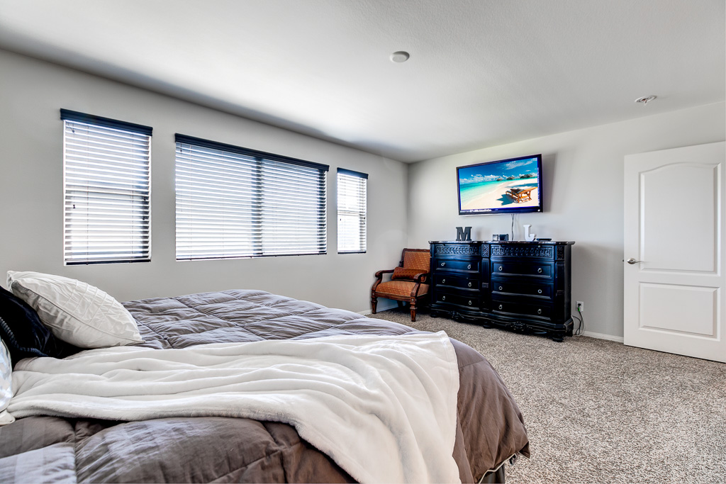 Master Bed Lake Elsinore