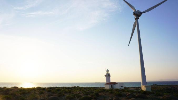 Günbatımında Bozcaada Feneri ve Rüzgar Gülleri