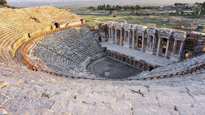 Pamukkale Antik Tiyatrosu pamukkale gezi rehberi Denizli   Pamukkale Gezi Rehberi Pamukkale Antik Tiyatrosu