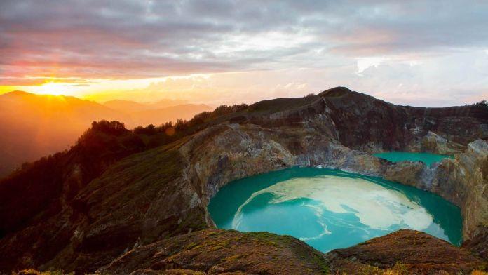 Kelimutu Dağı, Endonezya  Asya'nın 7 Doğal Harikası Kelimutu Da     Endonezya