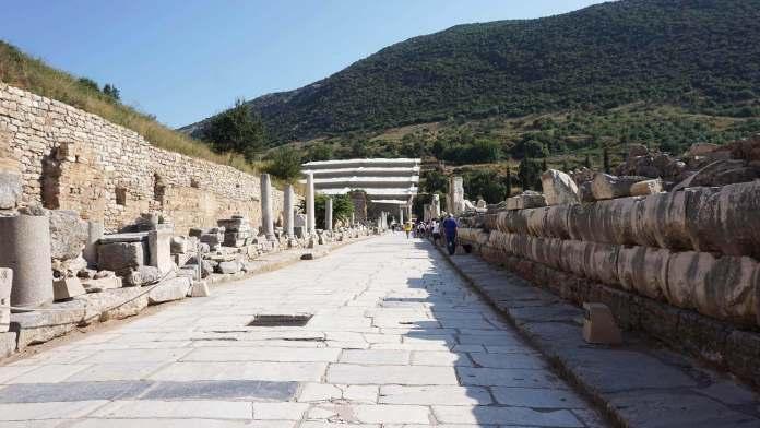Efes Mermerli Yol efes antik kenti Efes Antik Kenti Gezi Rehberi Efes Mermerli Yol 696x392